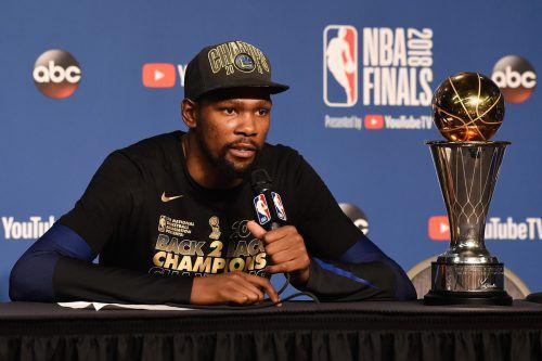 Kevin Durant verlängerte beim Meister. ap