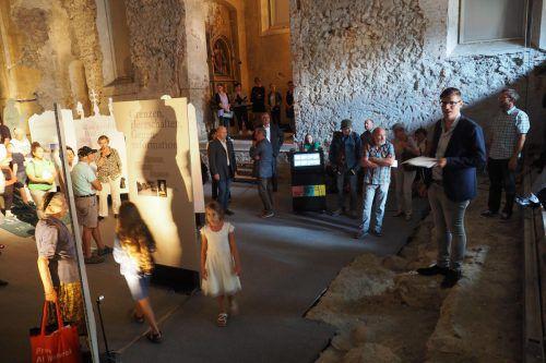 Kirchengeschichte im Zeitraffer wird in der Johanniterkirche ausgestellt. Am Mittwochabend startete die Ausstellung mit einer gemeinsamen Geburtstagsfeier von Stadt und Diözese. HE