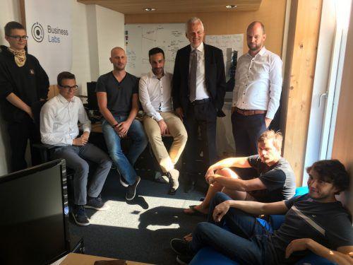 Kleine Runde, offene Diskussion: Justizminister Josef Moser im Gespräch mit Vorarlberger Start-up-Gründern.VN/sca
