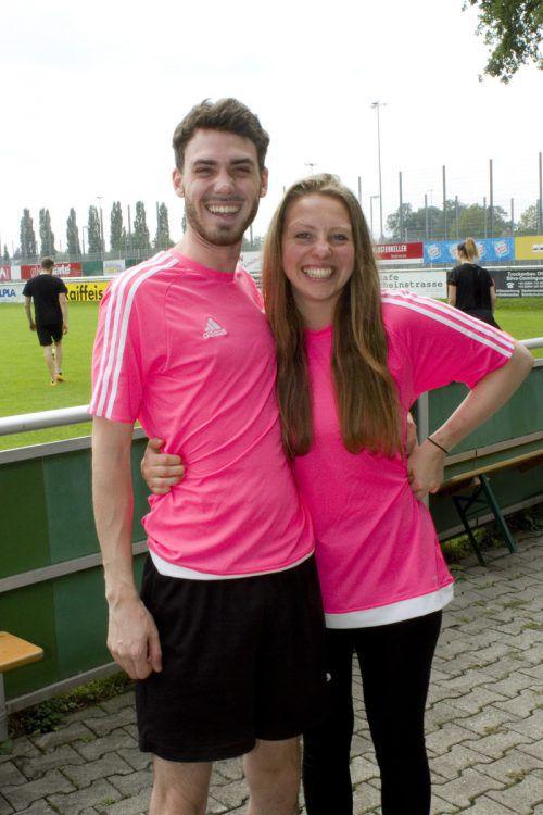 Laurin Pikus und Janine Göls im Fußballfieber.