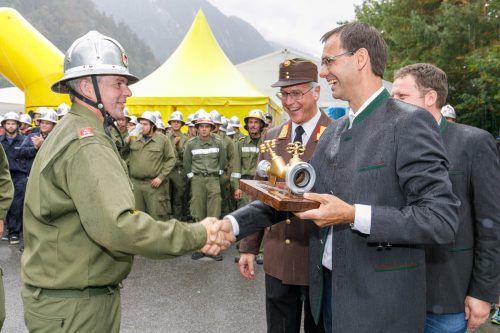 LH Wallner überreichte den Goldenen Verteiler an das Siegerteam aus Thüringen. VLK
