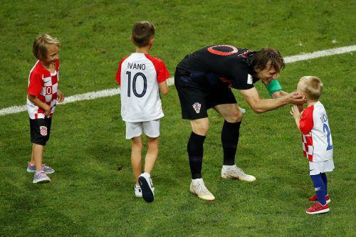 Luka Modric, sein Sohn Ivano (Nummer zehn) und weitere Kinder der kroatischen Teammitglieder.afp
