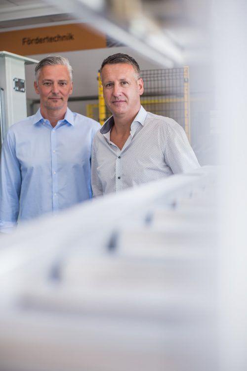 Martin Fitz und Erich Köhlmeier (r.): Weiterbildung ist ein großes Thema bei IPM Elektromatic GmbH. steurer