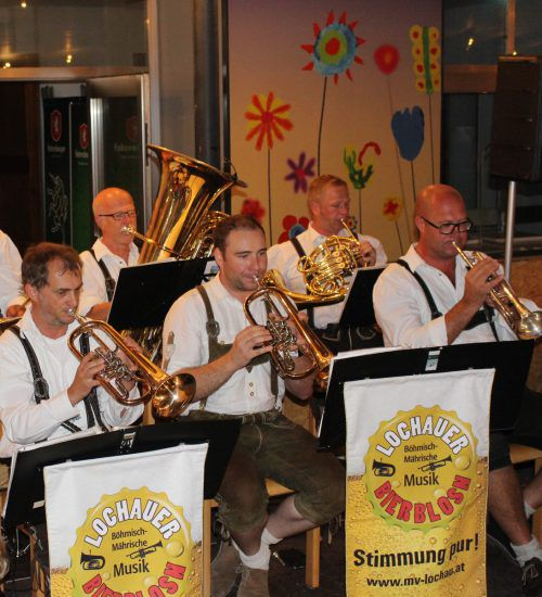 Militärmusik Vorarlberg in der Dorffest-Open-Air-Arena im Lochauer Schulhof. bms