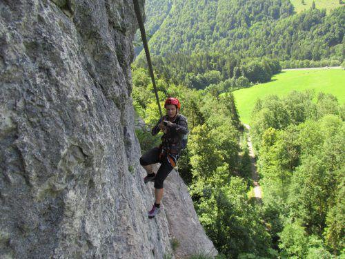 Mit dem Felsen beständig auf du und du: Der Abendrot-Klettersteig verlangt neben Kraft auch höchste Konzentration. fuge