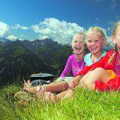 """<p class=""""infozeile"""">               Mit der ganzen Familie zum höchsten Ziel im Bregenzerwald              </p><p class=""""infozeile"""">Mit einer Aussicht auf über 300 Berggipfel gehört der Diedamskopf zu den schönsten Ausflugszielen in der Dreiländerregion. Ein ausgiebiges Schlemmerfrühstück erwartet Frühaufsteher jeden Dienstag vom 3. Juli bis 11. September 2018 und jeden Mittwoch vom 8. Juli bis 5. September 2018. Die erste Gondel startet zu den Frühstücksterminen bereits um 8 Uhr. Höchst romantisch ist auch der Sonnenuntergang am Diedamskopfgipfel. Für das einzigartige Naturerlebnis fahren die Bergbahnen Diedamskopf vom 5. Juli bis 13. September 2018 zusätzlich jeden Donnerstag von 18 bis 22.30 Uhr.</p>"""