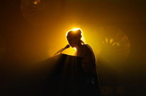 """Mit ihrem Hit """"No Roots"""" bringt Alice Merton tanzbaren Sound ins Alte Hallenbad.paper plane records"""