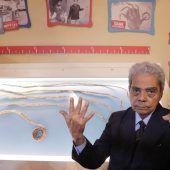 Die längsten Fingernägel der Welt sind abgeschnitten und im Museum