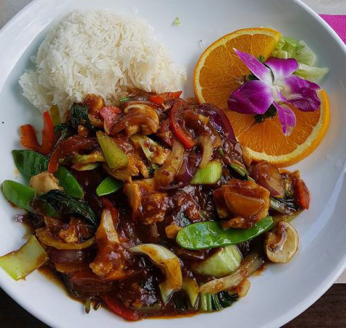 Nach der Pekingsuppe wurde Chilihuhn zum Menü serviert.