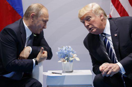 Putin (l.) und Trump werden sich heute, Montag, in Helsinki treffen. AP