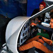 """<p class=""""infozeile"""">               Reise durch 100 Jahre Geschichte der Luft- und Raumfahrt             </p><p class=""""infozeile"""">Riesige Flugboote, nostalgische Passagiermaschinen und spannende Exponate aus der Raumfahrt lassen den Besuch im Dornier-Museum Friedrichshafen zum einmaligen Erlebnis werden. In direkter Nachbarschaft zum Bodensee-Airport präsentiert das Museum eine Erlebniswelt auf über 6000 Quadratmetern. Neben den rund 400 Ausstellungsstücken lassen Originalflugzeuge und Nachbauten wie die Dornier Wal und die Dornier Merkur den Pioniergeist des vergangenen Jahrhunderts lebendig werden. In der Kreativecke und bei den Mini-Piloten heben auch kleine Museumsbesucher ab.</p>"""