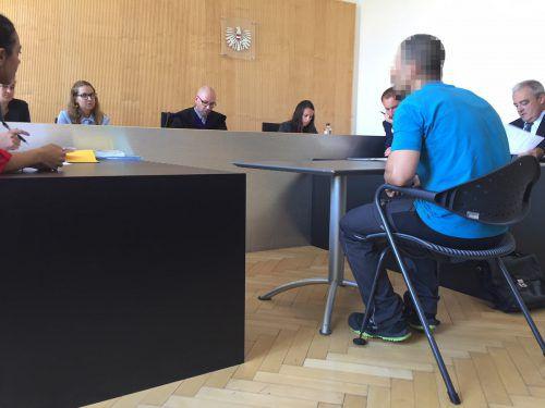 Richter Richard Gschwenter (links) unterbreitete den Angeklagten einen großzügigen Vorschlag im Rahmen einer Diversion. vn/sohm