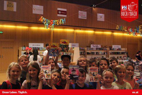 Schon auf der Buch am Bach deckten sich viele Kinder mit Lesestoff für die Sommerferien ein. VN