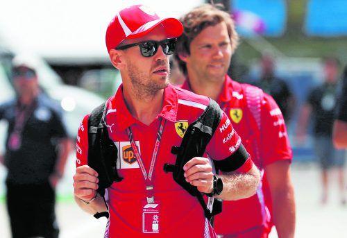 Sebastian Vettel und das Ferrari-Team tragen im Gedenken an den verstorbenen ehemaligen Ferrari-Präsidenten Sergio Marchionne Trauerflor.ap