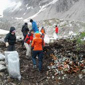 Fleißige Helfer machen Alpen sauber