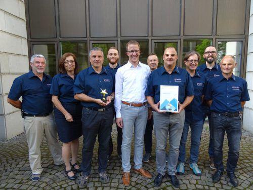 Sicherheitslandesrat Christian Gantner (Mitte) gratulierte den Mitarbeitern zum Award. VLK