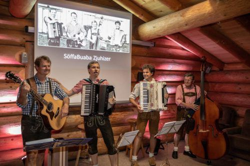 Söffmartin, Söffaleander, Söffahias und Söffabertl alias die SöffaBuaba bei der CD-Präsentation auf dem Campingplatz Nüziders.