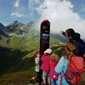 """<p class=""""infozeile"""">               staunen, erleben und verstehen am familienberg pizol             </p><p class=""""infozeile"""">Erdgeschichte hautnah erleben können Familien auf dem Pizol Panorama-Höhenweg. Der drei Kilometer lange Höhenweg ist auf einem Hochplateau auf 2222 Metern wie eine natürlich geformte Tribüne vorangestellt und bietet eine atemberaubende Aussicht. Bestückt wird er mit Info- und Erlebniselementen zur Aussicht und zur Entstehung der Alpen. Fünf moderne Gondel- und Sesselbahnen verteilen die Sommergäste wie im Flug über das erlebnisreiche Pizolgebiet. Die Wandermöglichkeiten sind vielfältig: vom familienfreundlichen Heidipfad bis zur anspruchsvollen 5-Seen-Wanderung.</p>"""