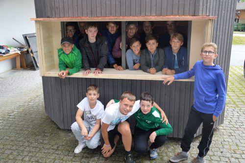 Stolz präsentierten die jungen Baumeister ihr gelungenes Werk. me