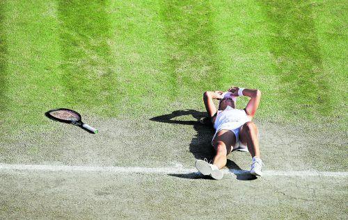 Tränen nach dem Triumph: Angelique Kerber gewann erstmals in Wimbledon. ap