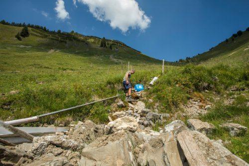 Trockene Bachbette auf den Alpen. Es muss Wasser in die Höhe transportiert werden.VN-Paulitsch