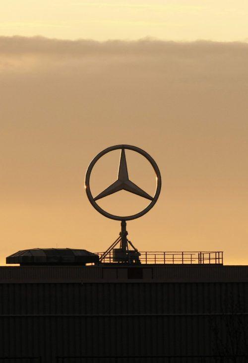 Unterm Mercedes-Stern wird derzeit kräftig an der Struktur gebastelt. AP