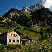 """<p class=""""infozeile"""">               unvergessliches Hüttenerlebnis in grandioser berglandschaft             </p><p class=""""infozeile"""">""""Reif für die Bergnatur?"""" Der Alpenverein Vorarlberg betreut sechs Hütten, darunter die Frassenhütte oberhalb von Bludenz, das Freschenhaus im Gemeindegebiet Laterns, die Heinrich-Hueter-Hütte südlich und die Sarotlahütte nördlich der Zimba, die Totalphütte unter der Schesaplana sowie die Tilisunahütte, die auf dem Weg zur Sulzfluh liegt. Auf den Hütten verbringen Familien unvergessliche Tage mit kleinen und größeren Wanderungen inmitten der Vorarlberger Bergwelt. Die Zustiege zu den Hütten beschränken sich auf circa ein bis zwei Stunden. Infos zu den Hütten: www.alpenverein.at/vorarlberg</p>"""