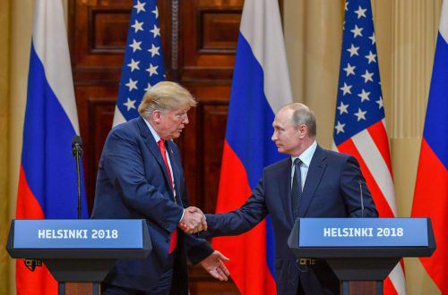 Vielleicht schütteln sich Donald Trump und Wladimir Putin bald wieder die Hände. afp