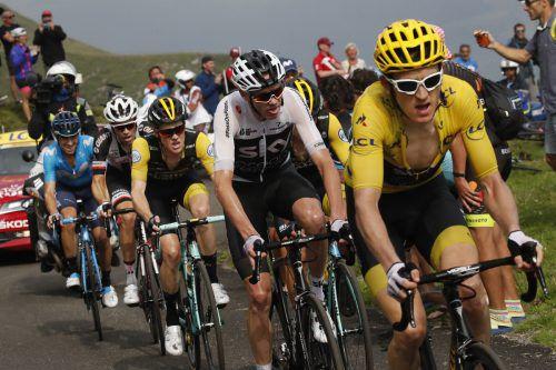Wachablöse beim Sky-Radteam: Geraint Thomas (vorne) hat Chris Froome im Griff. ap