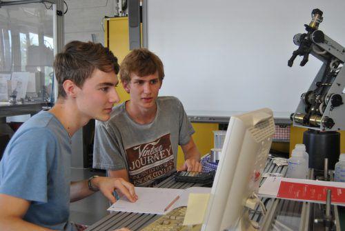 Während des Jahres finden vor allem technische Workshops in den Laboren der FH Vorarlberg für HTL-SchülerInnen statt. FH Vorarlberg