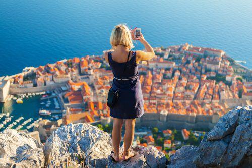 Wer mit dem Auto nach Dubrovnik fährt, muss einen gültigen Reisepass mitnehmen, weil eine EU-Außengrenze passiert wird.