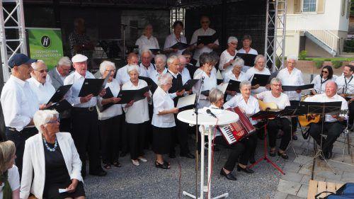 Zum Jubiläum ließ es sich auch der vereinseigene Chor nicht nehmen, ein Liedchen anzustimmen. ceg