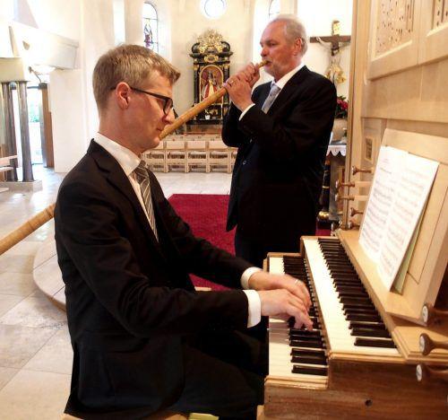 Alphornist Matthias Kofmehl mit Orgelpartner Martin Heini. JU