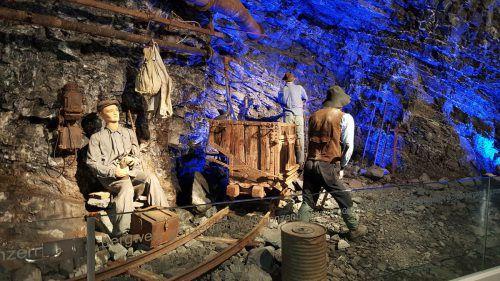 Am 12. August fährt der Stollenzug im Takt zum Tag des offenen Tors in die Kühle des Gonzen.bergwerk gonzen