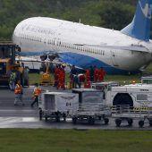 Flugzeug rutscht über Landebahn hinaus