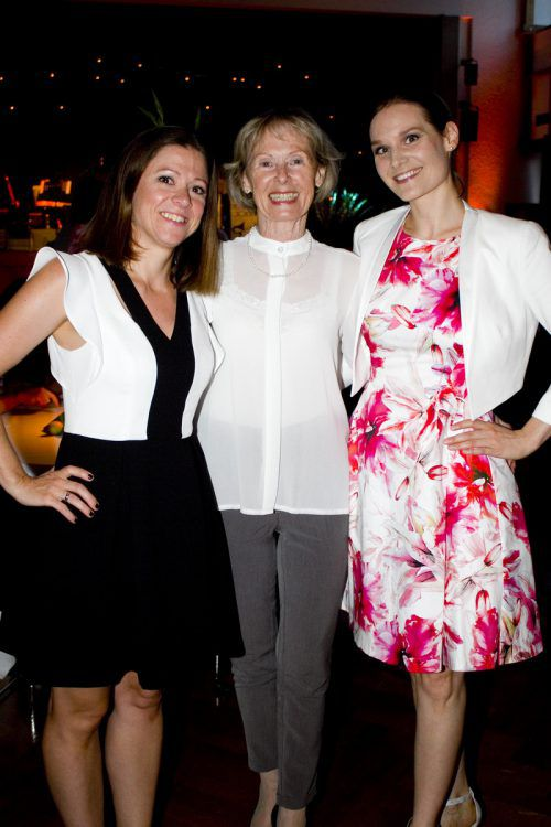 Andrea (l.) und Gerda Katter mit Stella Southwood.