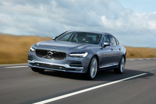Auf einer Länge von knapp fünf Metern hat der S90 bei Volvo die gehobene Klasse neu definiert - mit auf zwei Liter geschrumpften Motoren.