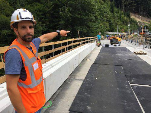 """Bauleiter Andreas Schimpfössl zeigt sich über den Bauverlauf äußerst zufrieden: """"Wir liegen sehr gut im Zeitplan."""" VN/JS"""