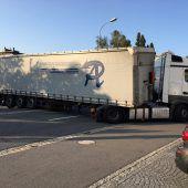 Lastwagenfahrer sorgt für 90-minütige Straßensperre