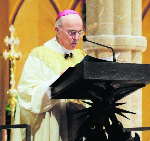 Carlo Maria Vigano fordert den Rücktritt des Papstes. Reuters