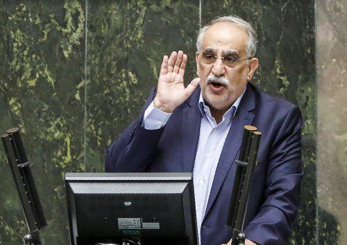 Das iranische Parlament setzte Wirtschaftsminister Masoud Karbasian ab.AFP