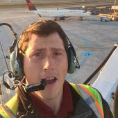 Flughafenmitarbeiter kaperte Passagierflugzeug und stürzte ab
