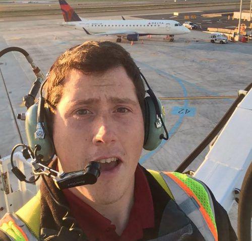 Der 29-Jährige flog Loopings bevor er mit dem Propellerflugzeug abstürzte. AFP
