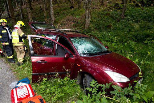 Ein Radfahrer hatte das Unfallauto gegen 8 Uhr morgens im Straßengraben bei Dafins entdeckt. d.mathis