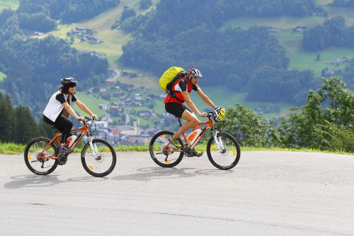 Der weitaus größere Teil der Vorarlberger E-Biker tritt gesetzeskonform in die Pedale, schätzt die Verkehrspolizei. hb