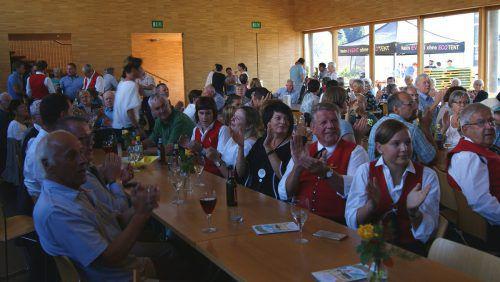 Der weltliche Teil des Patroziniums wurde im sehr gut besuchten Übersaxner Dorfsaal gefeiert. pfitscher