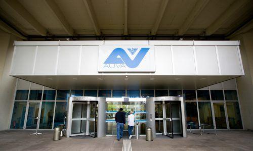 Der AUVA-Vorstand hat das Sparpaket akzeptiert. Die Arbeitgeberbeiträge werden bereits ab 2019 von 1,3 auf 1,2 Prozent der Bruttolohnsumme gesenkt.APA