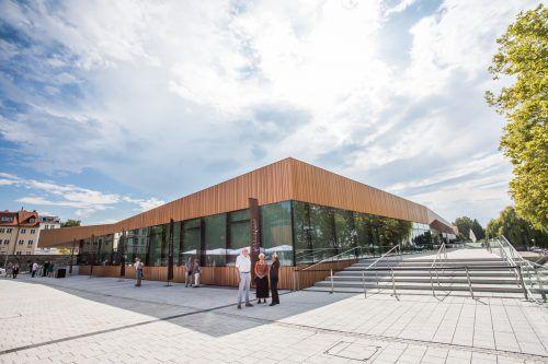 Die Inselhalle Lindau präsentiert sich seit Mittwoch als neue Kongress- und Eventlocation am Bodensee. VN/Steurer