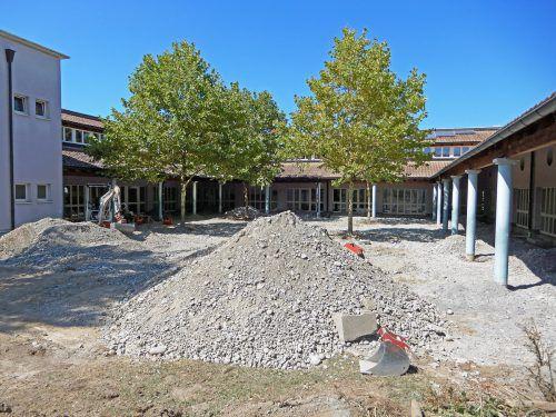 Die Sanierungsarbeiten wurden bereits gestartet, sie sind bis zum Ende der Ferien sicher abgeschlossen.Ajk
