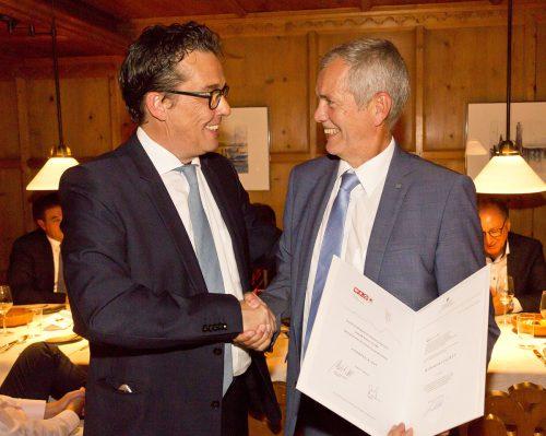 Die Überreichung erfolgte durch WKV-Präsident Hans Peter Metzler. wkv